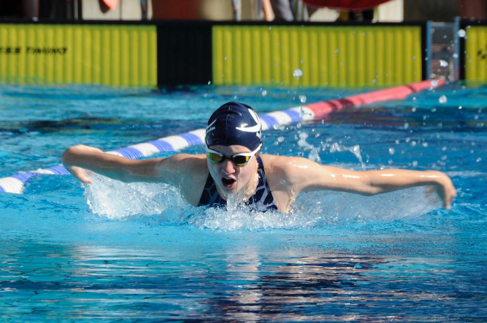 Schwimmerin im Freibad Darmstadt